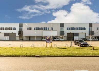bedrijfspand van totaal circa 1.000 m2 gelegen aan de Noorderdreef 74 in Nieuw-Vennep
